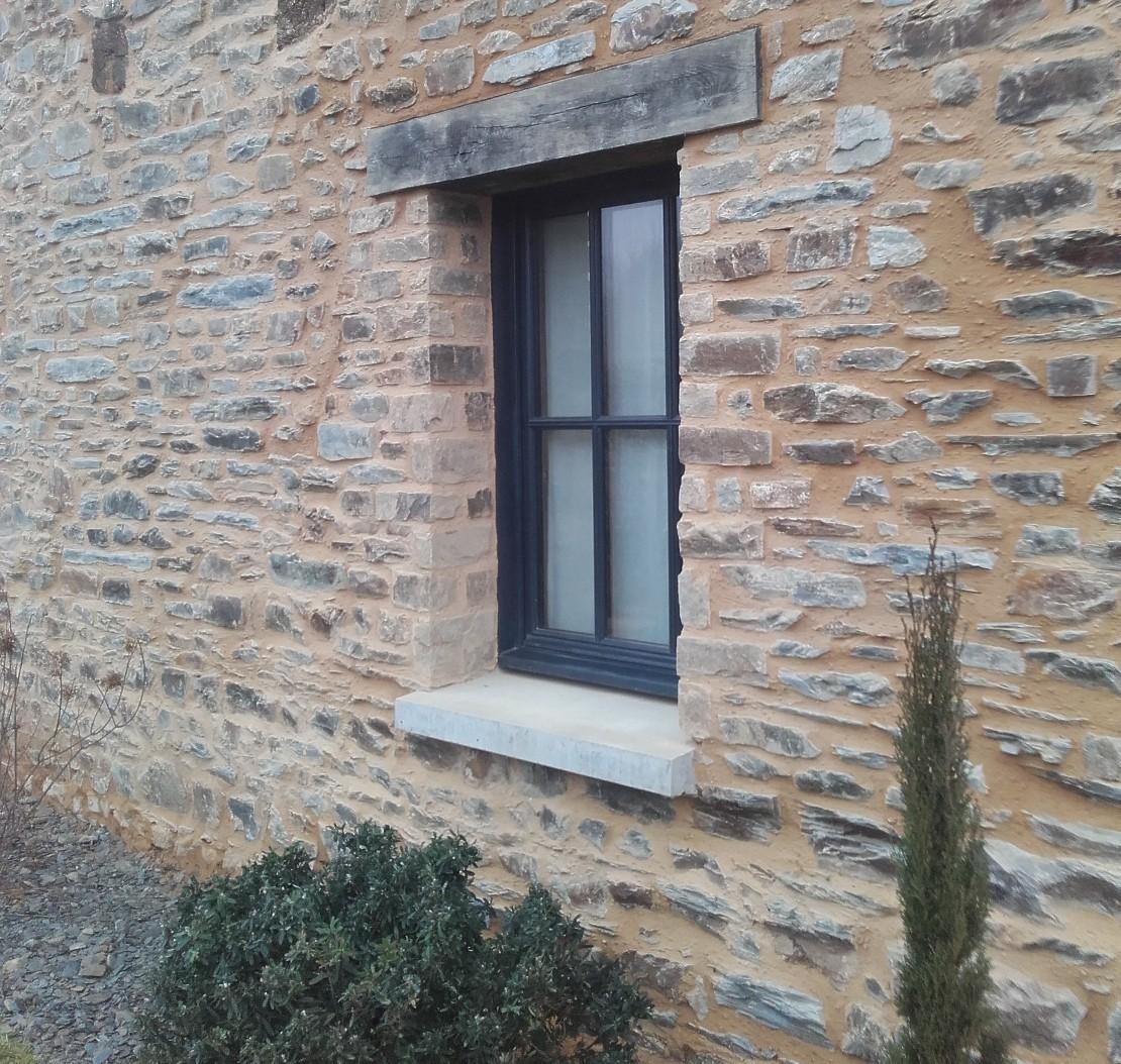Joli mur en pierre et chaux